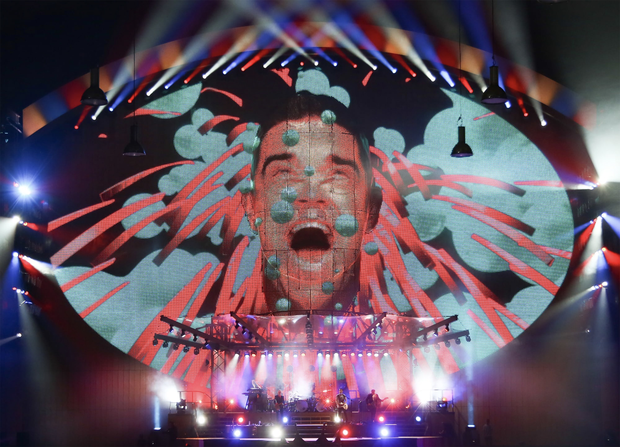 Luke Halls Studio — Robbie Williams – Take The Crown European Tour