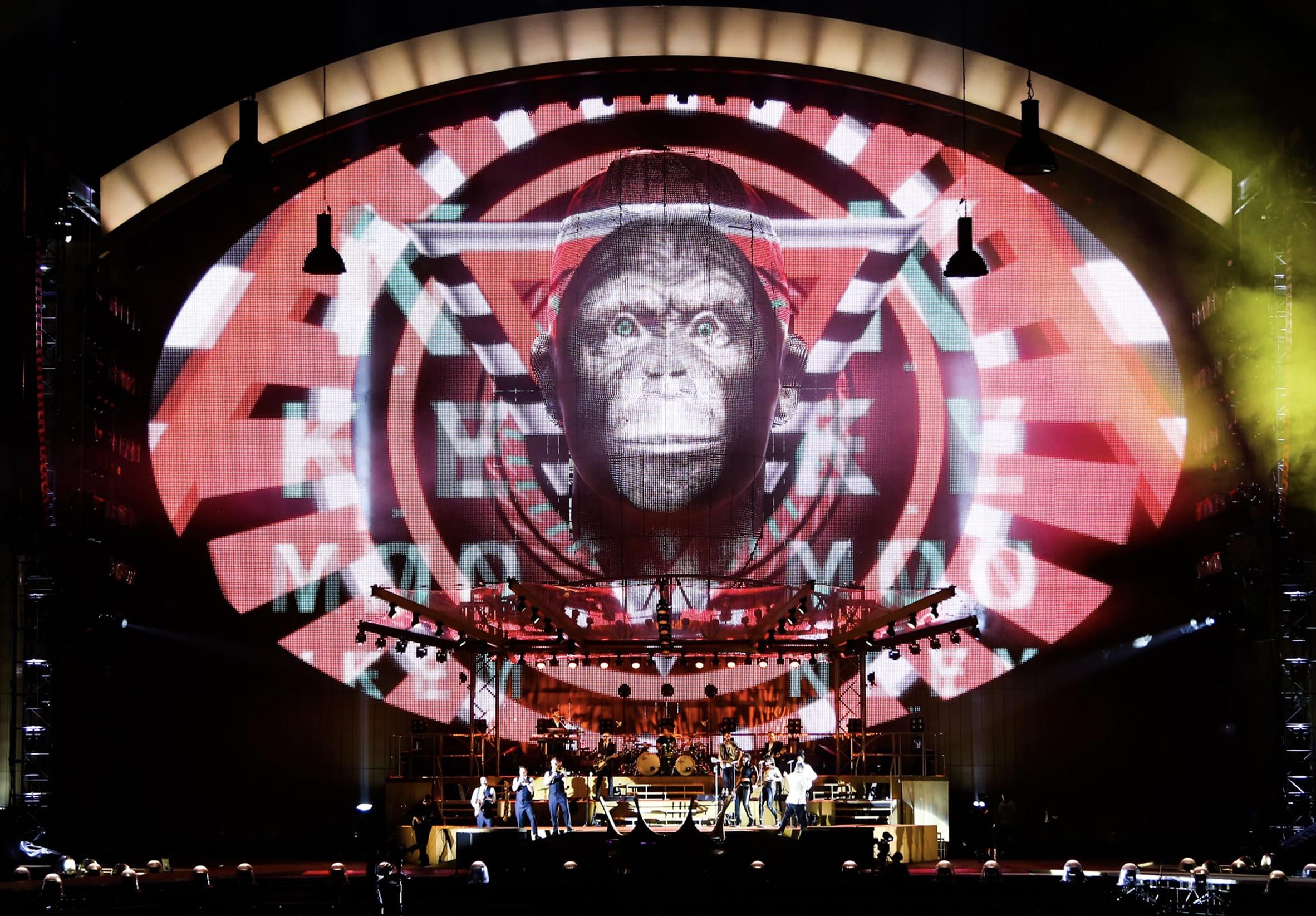 Luke Halls Studio — Robbie Williams – Take The Crown European Tour